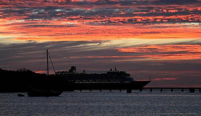 Volendam and sunset in Baie de Kuto