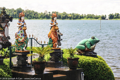 Decorative statues on the lakeshore