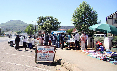Flea market and shops in the centre of Underberg