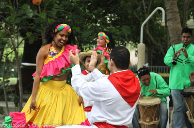 Colombian folkloric dancers
