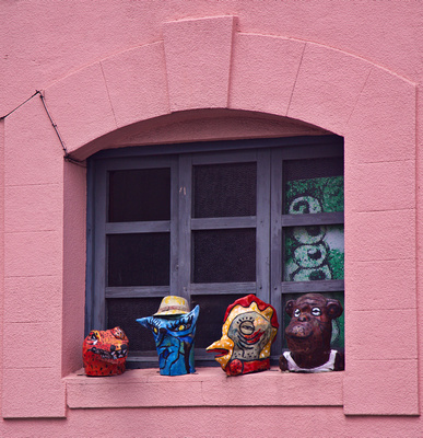 Figurines in the museum windows
