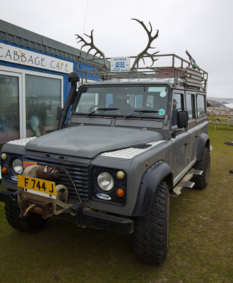 Our driver Keith's 4x4 in front of the Sea Cabbage Cafe
