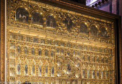 Gold decorated screen