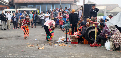 The dancers eating coconut, the caretaker and the musicians