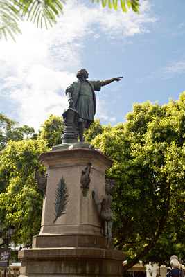 Statue in the plaza