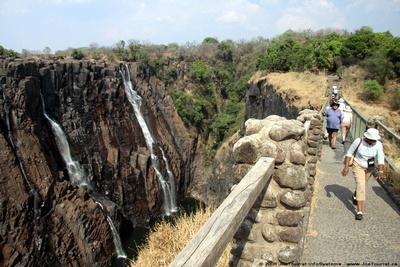 A foot bridge along the Victoria Falls trail